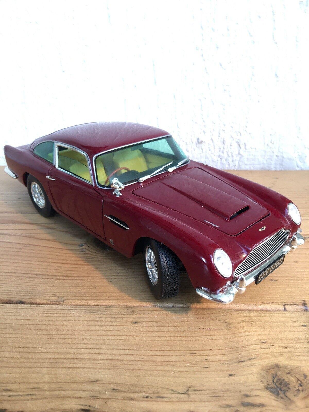 Chrono 1 18th scale Aston Martin DB5 die-cast model