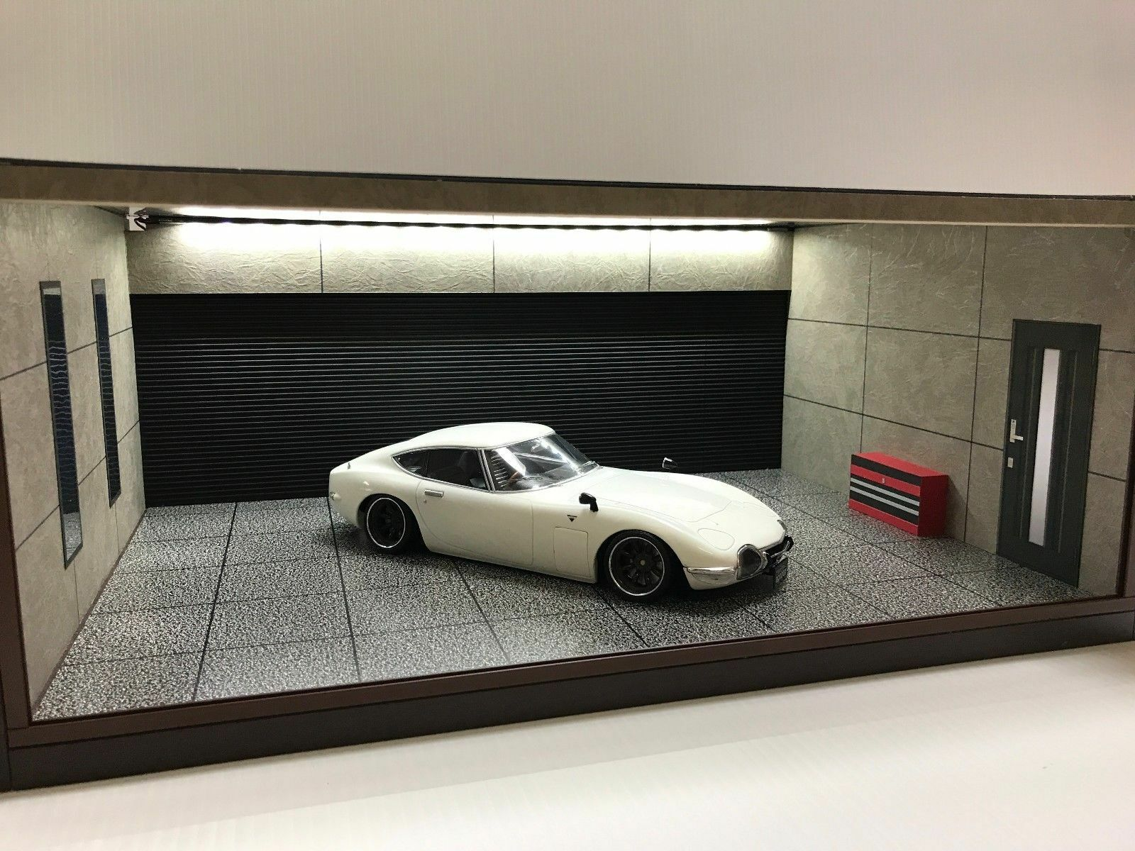 1 1 1 18 1 18 SCALE DIORAMA GARAGE DISPLAY ACRYLIC CASE W  LED LIGHT MADE IN JAPAN ① 22f935