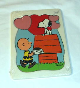vintage 1958 fisher price peanuts snoopy wooden 7pc puzzle in plastic mold. Black Bedroom Furniture Sets. Home Design Ideas