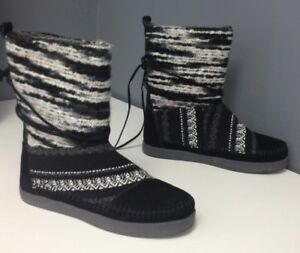 3d8b705e4fd TOMS Black White Knit Fabric Geometric Pull On Nepal Winter Boot Sz ...