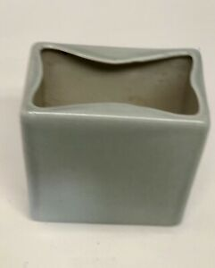 Vintage-HYALYN-229-Celadon-Green-Pottery-Art-Vase-5-Tall-MCM-Modernist-Square