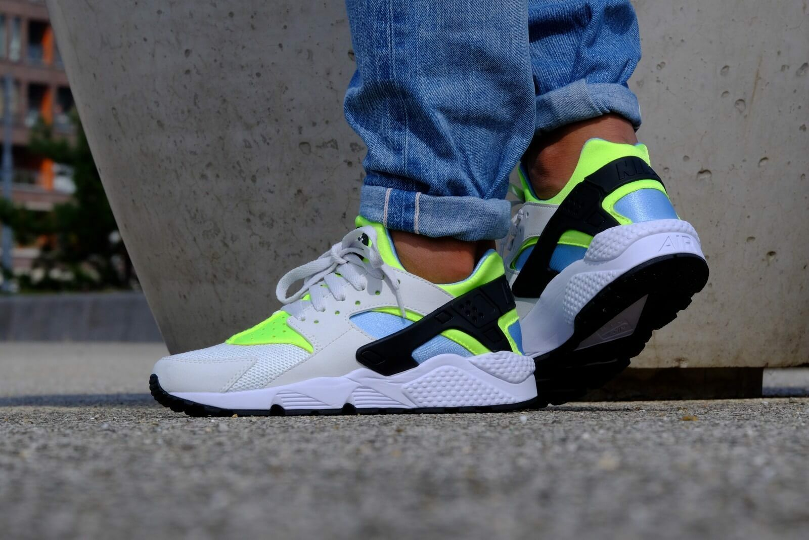 AUTHENTIC Nike Huarache Run Running White Neon Green teal 318429 107 Men sz