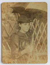Jeune femme à l'ombrelle Vintage ca 1900