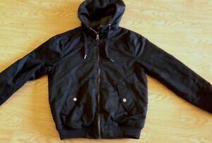 Details zu Neuwertige divided Herren Winter Jacke mit Kapuze von H&M in schwarz