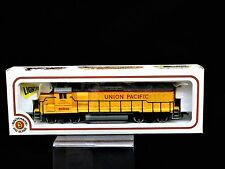 NEW HO-Scale Bachmann  EMD GP40 Diesel Union Pacific 866  Train Engine