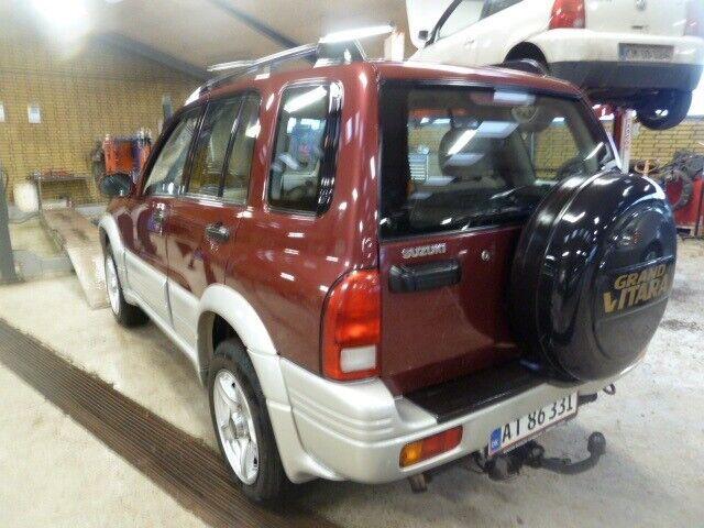 Suzuki Grand Vitara 2,5 V6 Benzin 4x4 4x4 modelår 1999 km