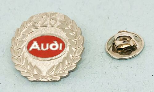Audi Pin 25 Jahre rot emailliert Maße 24mm