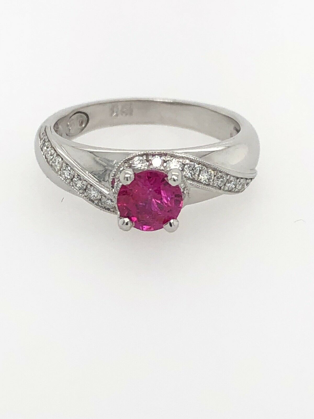 Amazing .73ct Natural Pinkish Red Ruby And VS Diamind Ring In 18k gold