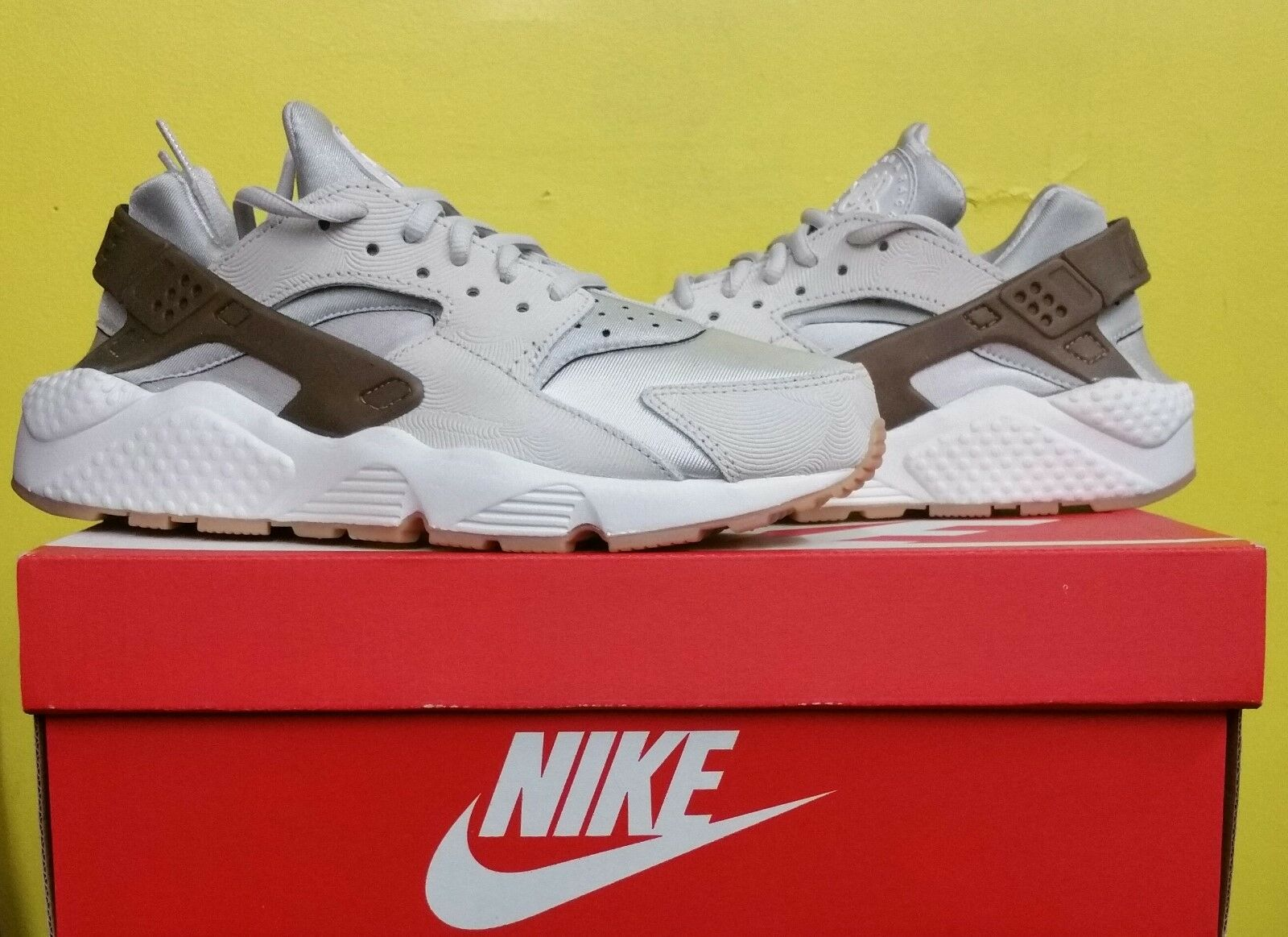 2908042cdb9f NEW Women s Nike Air Huarache Run PRM Suade Sz Sz Sz 6.5 Gamma Grey 833145  001