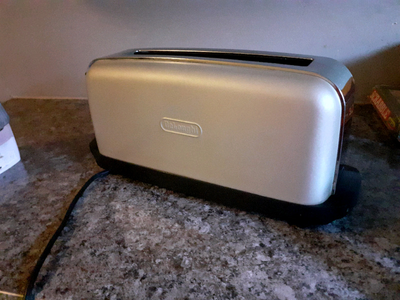 The Delonghi toaster