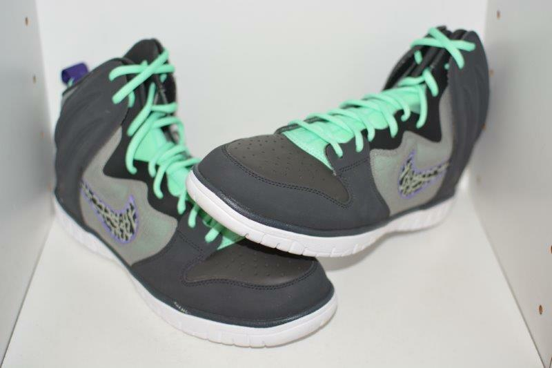 NIKE DUNK FREE MENS SHOES -  MENS SIZE 9