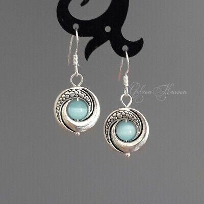 silver dangle earrings and cat/'s eye light spot light effects