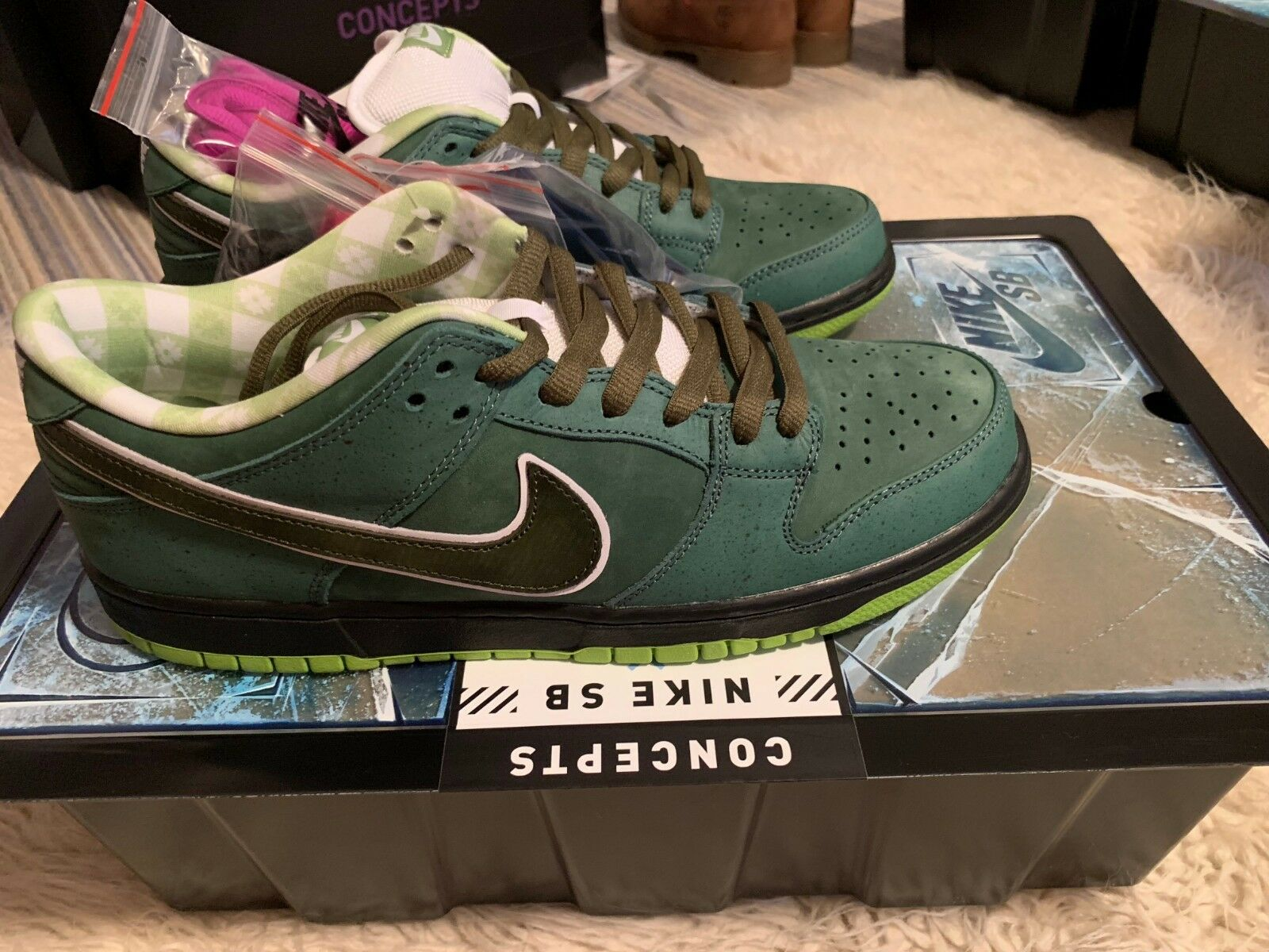 Concepts Green Lobster Nike SB Rare Special Box Rare Size 10.5 In Hand