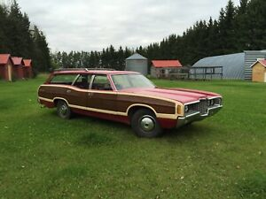 71 Ford Ltd Country Squire Wagon
