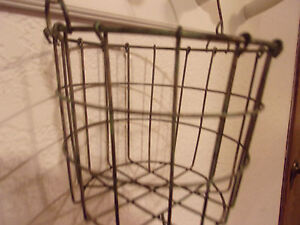 LARGE-WIRE-EGG-GATHERING-BASKET-FARMHOUSE-COUNTRY-PRIMITIVE-RUSTIC-CHICKENS