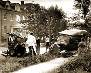 1922-Auto-Wreck-Vintage-Old-Photo-8-5-034-x-11-034-Reprint