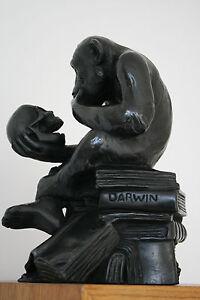 Superbe Sculpture Statue Singe Regardant Un Crane Art De La Broderie Traditionnelle Exquise