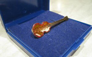 Beatles-Bass-Guitar-Pin-Badge-Brooch-Lapel-Hofner-Paul-McCartney-GIFT-BOXED