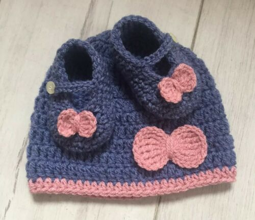 Handmade Crocheted//Knitted Girls Hat /& Booties Set 0-3 Months Denim Blue//Pink