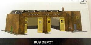 Superquick-1-76-Scale-B34-Bus-Depot-Garage-Cardboard-Bus-Diorama-Depot
