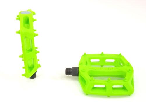 """DMR V-6 Pedals 9//16/"""" Plastic Platform Green"""
