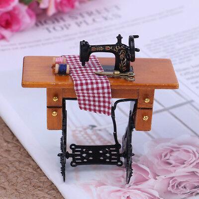 Puppenhaus Miniatur 1:12 Möbel Nähmaschine Mini mit Stoff Puppenstube