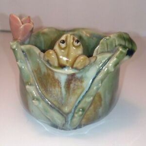 decorative-Majolica-Pottery-Planter-cup-Frog-on-green-lilipad-small-vintage