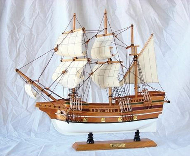 Broadway Gifts 21  May Flower Ship Model