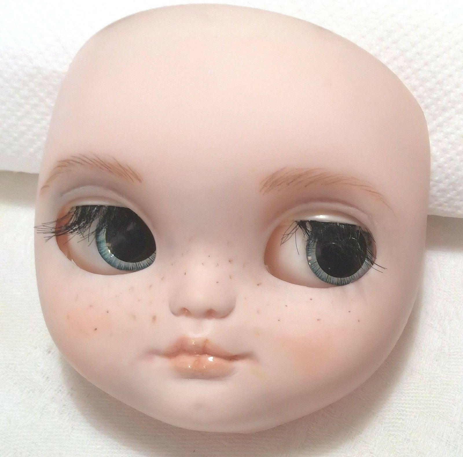 Custom faceplate   Blythe Icy  by Grace