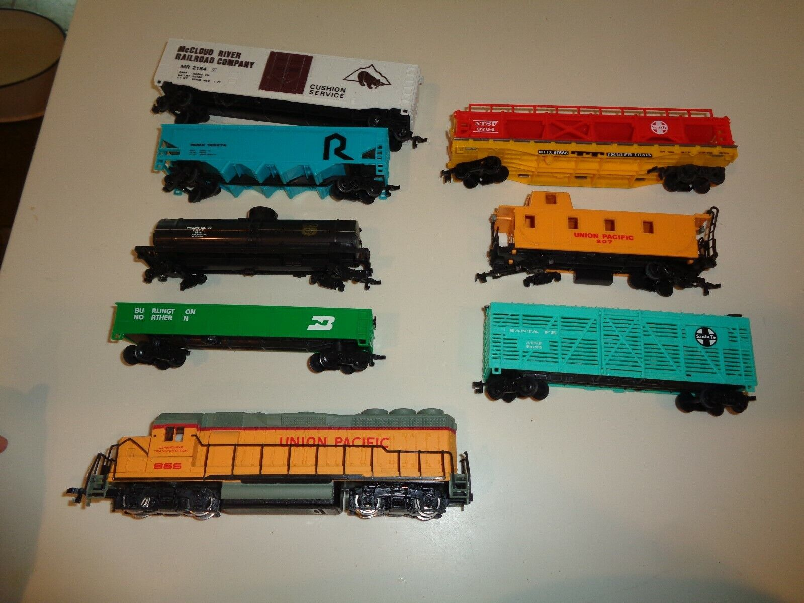 Bachuomon HO Scale Union Pacific Diesel Diesel Diesel Train Set giocattolo Gift Pre-Owned 8 autos f732e9
