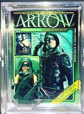 Green Arrow Custom Mini Action Figure w Case /& Lego Stand 368 Comic Minifigure