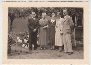 (f18744) Orig. Photo Personnes Dans Le Jardin 1938-afficher Le Titre D'origine