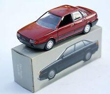 Audi 80 quattro Limousine B3 (Typ 89) Bj. 1986-1991, M. 1:43, rot in Audi-Box