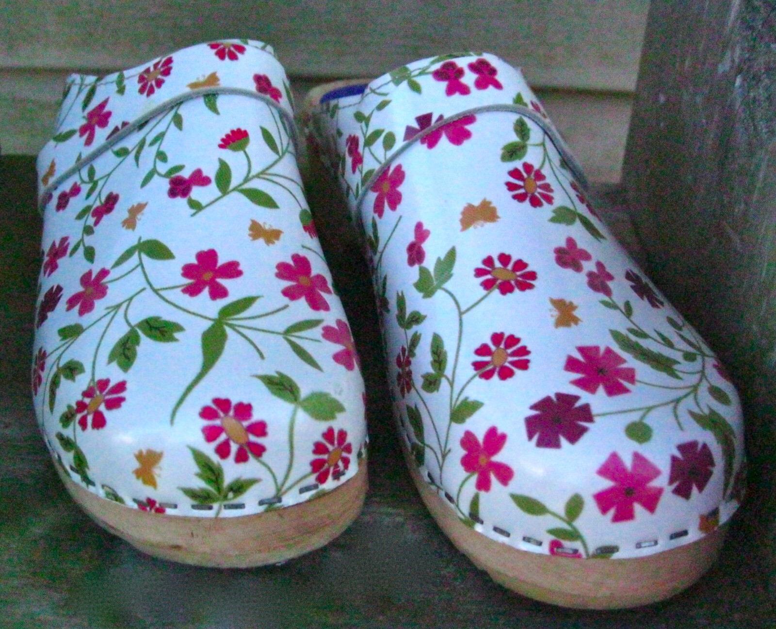 Cape Clogs Clogs White Floral Leather Clogs Cape 39 8.5 Sweden Shoes Mules Stapled EUC f1b4da