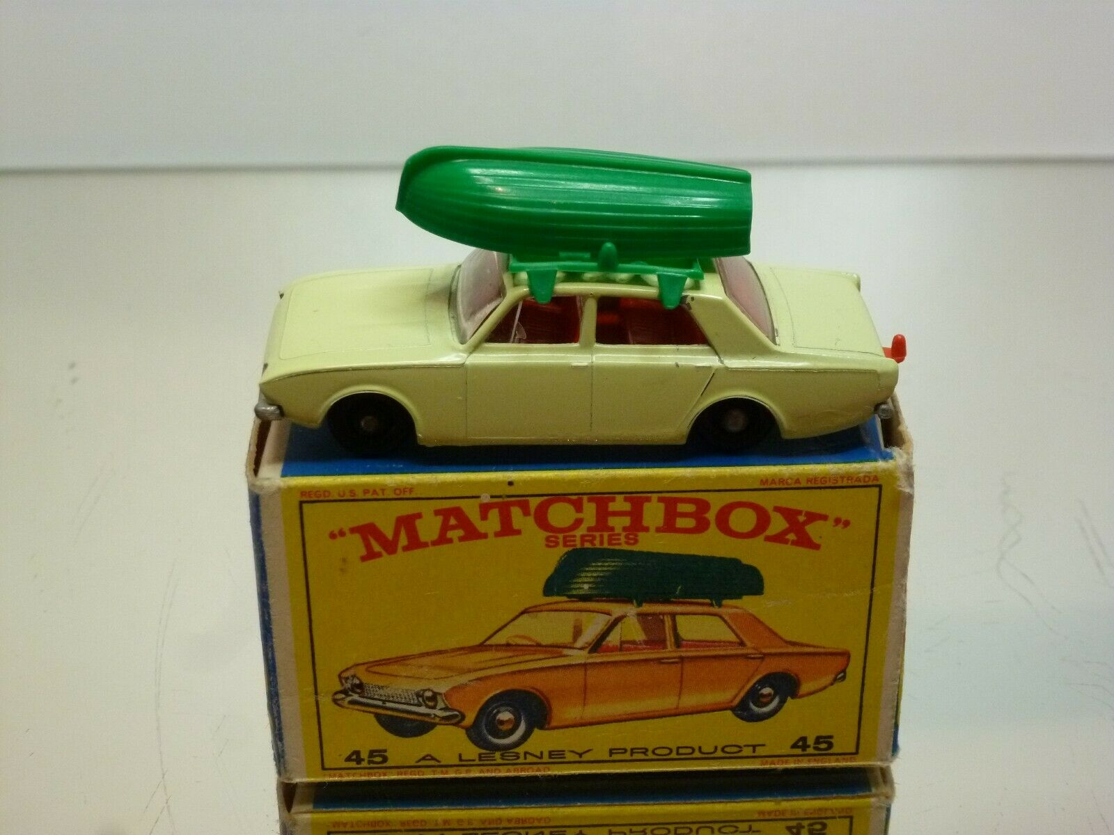 MATCHBOX 45 FORD CORSAIR & BOAT - CREAM + verde - VERY GOOD CONDITION IN BOX