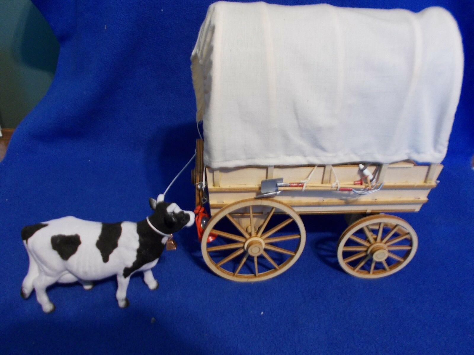 Sconto del 60% Prairie wagon w strumentos, supplies, trailing cow - 1 1 1 12 scale, nuovo  risparmiare sulla liquidazione