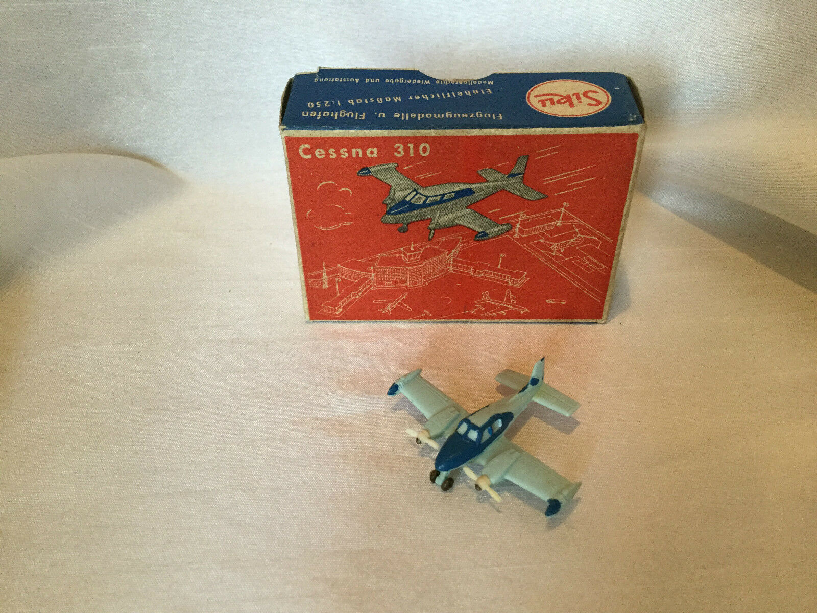 Siku plastique  f8a CESSNA 310 (voyage avion) neuf dans sa boîte  en ligne