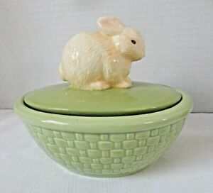 Hallmark-Candy-Dish-Bunny-On-Green-Basket-Ceramic-Container-Trinket-Box-with-Lid