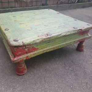 ... TABLE TRES BASSE EN BOIS STYLE INDIEN