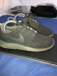 Details about Nike Roshe Run Black Womens Size US 7