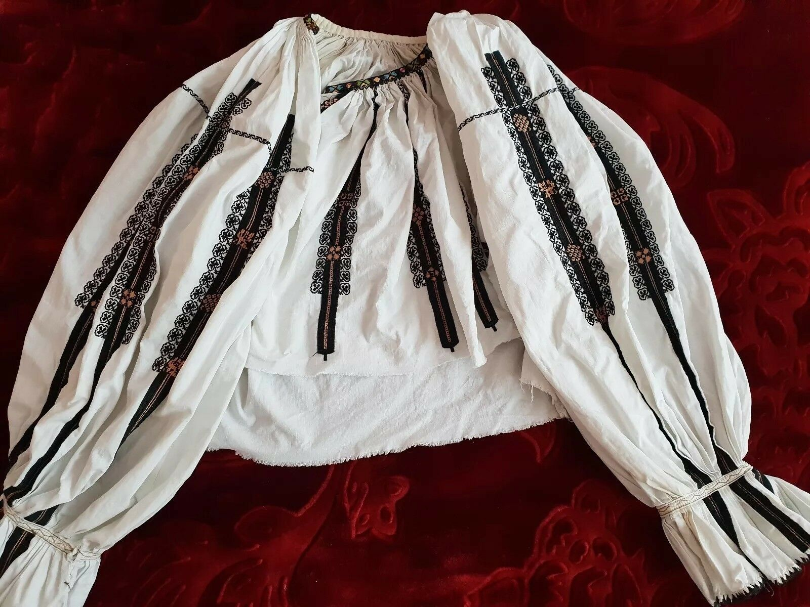 Vintage hand embroiderot Romanian blouse