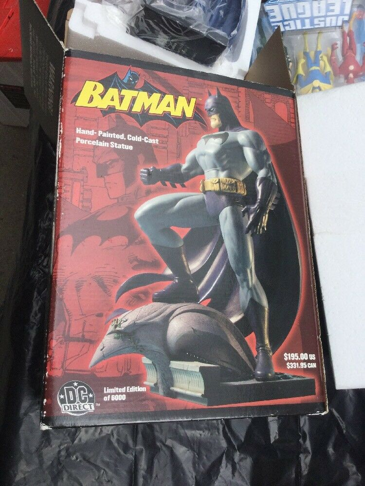 BATMANFULL SIZEPORCELAIN STATUESIGNED JIM LEE  5377/6000DC DIRECTMIB W/COA