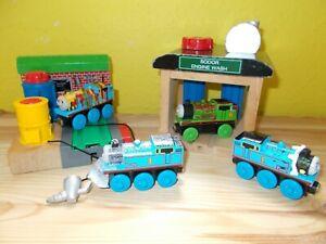 Thomas et ses amis en bois forment un nettoyant pour peinture de Noël au chocolat Percy Breakfast