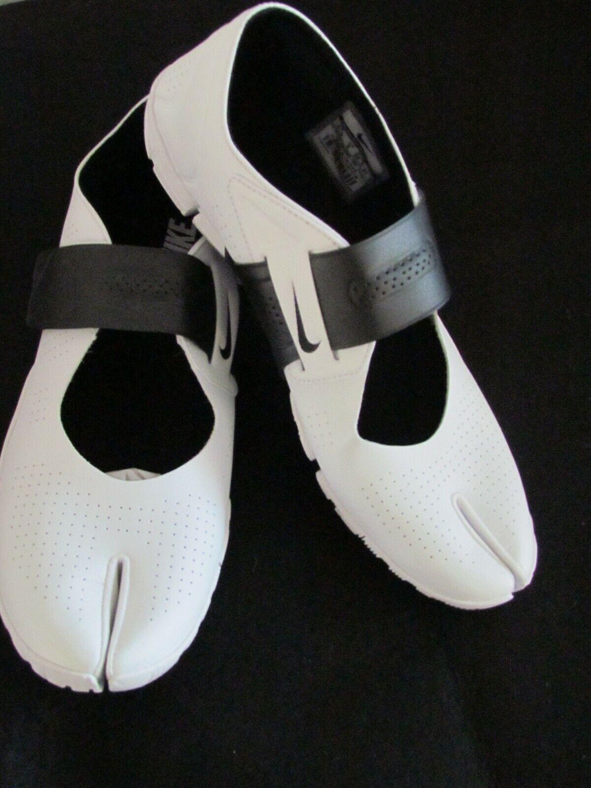 Nike Free Gym shoes Split Toe Toe Toe 524892-100 Women Size US 7  UK 4.5 EU 38 New w box 3ab436