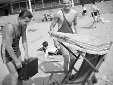 Beach life-1920/30-Fashion-Cute Happy young-Boy-Men-Jungs-trunks-swimsuit-nude-4