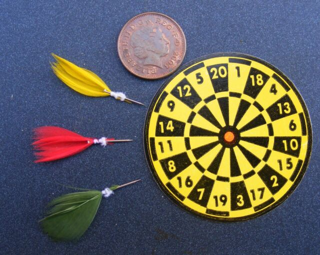 1:12 Scale Cardboard Dart Board & Darts Dolls House Pub Bar Games Room Accessory