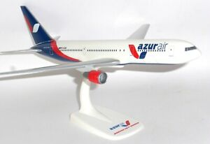 Boeing 737-800 Aviogenex Serbia Snap Fit Collectors Model Scale 1:200 g