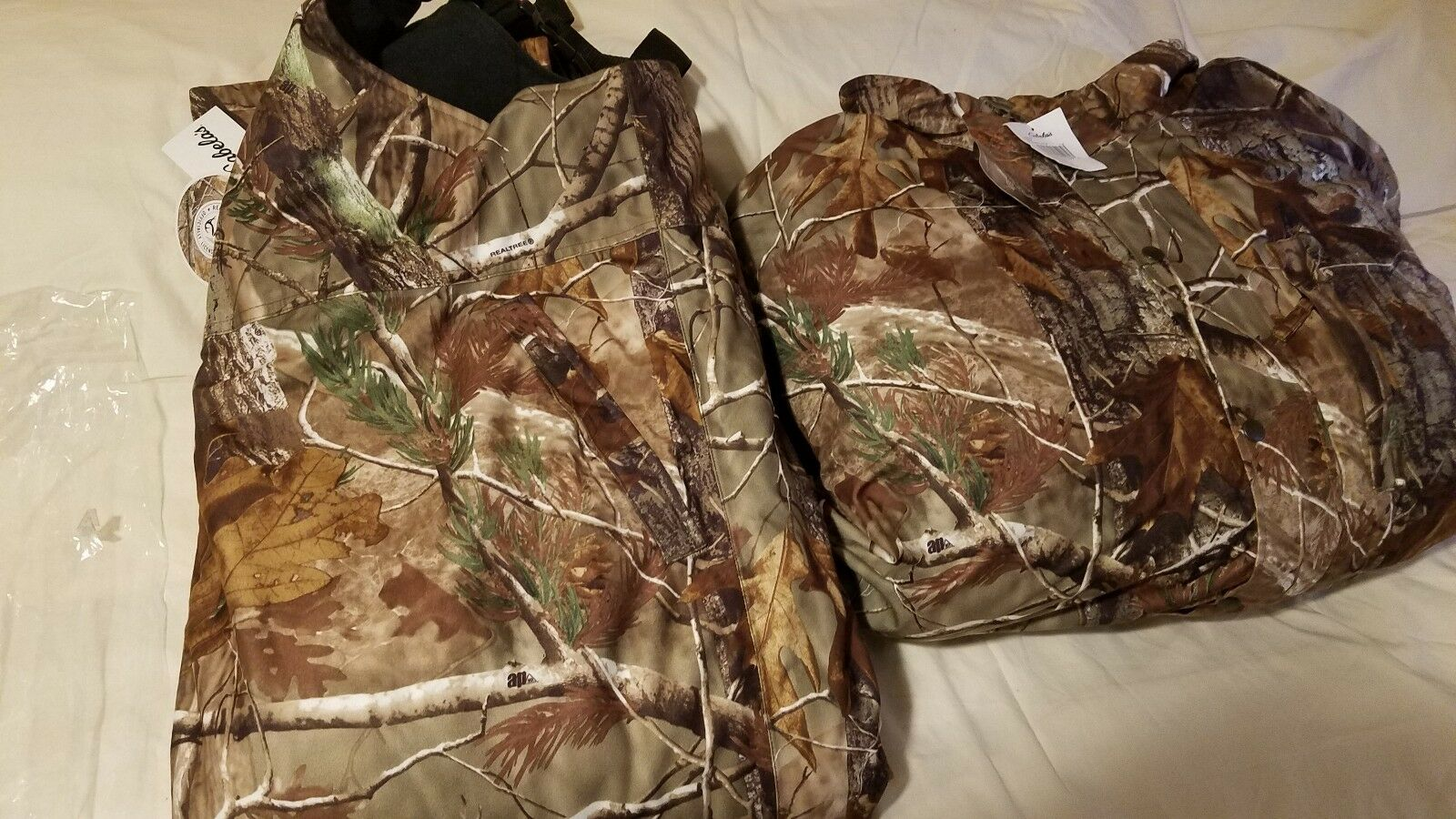 Cabella's -size 3 XL- Realtree AP-Insulated -Hunting  Coat and Bib set  online outlet sale