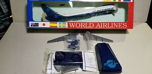 WOOSTER-MODEL-W423-AIRTOURS-757-200-1-200-SCALE-PLASTIC-SNAPFIT-MODEL