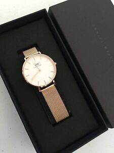 5f99cf6679ed New Daniel Wellington Lady s Classic Petite Melrose 28mm Watch ...